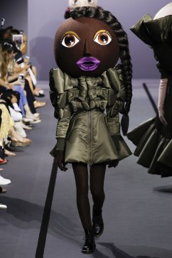 Viktor & Rolf Fall 2017 Couture Look 5