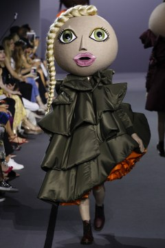 Viktor & Rolf Fall 2017 Couture Look 7