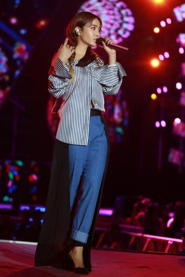 Jolin Tsai in Hellessy Fall 2017-3