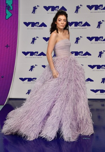 Lorde in Monique Lhuillier Spring 2018-1