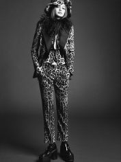 Gigi Hadid Vogue Japan November 2017-6