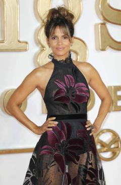 Halle Berry in Elie Saab Fall 2017-3