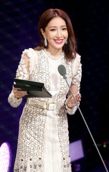 Cheryl Yang in Roberto Cavalli Fall 2017