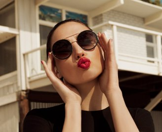 Gal Gadot Erroca Eyewear Cool Ray Collection 2017 Campaign-4