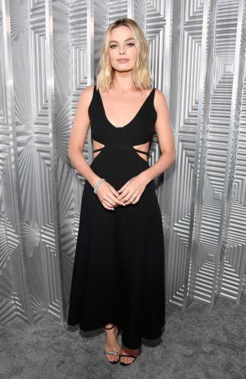 Margot Robbie in Calvin Klein by Appointment-1