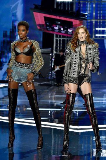 2017 Victoria's Secret Fashion Show-Punk Angel-12