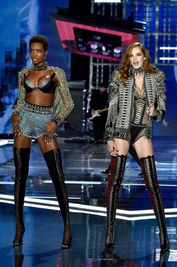 2017 Victoria's Secret Fashion Show-Punk Angel-12