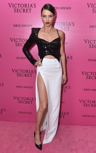 Adriana Lima in Mugler Resort 2018