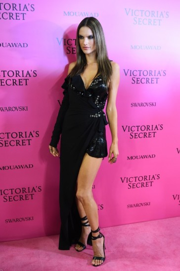Alessandra Ambrosio in Versace Fall 2017-2