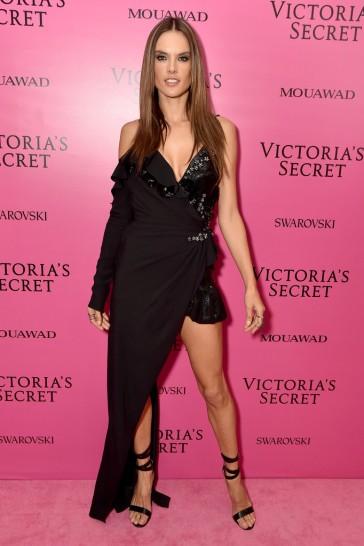 Alessandra Ambrosio in Versace Fall 2017