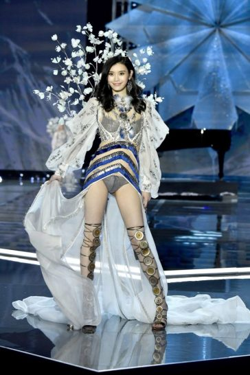 Ming Xi for 2017 Victoria's Secret Fashion Show-1
