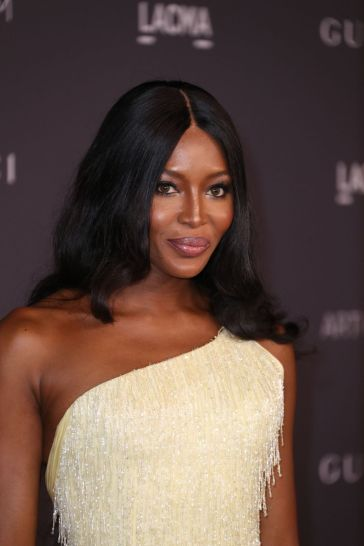 Naomi Campbell in Atelier Versace-3