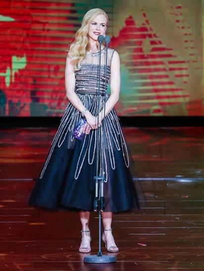 Nicole Kidman in Oscar de la Renta Spring 2018-2
