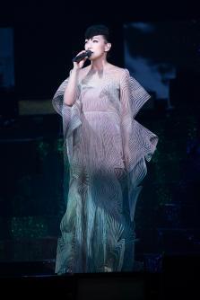 Sandy Lam in Iris van Herpen Fall 2017 Couture-4