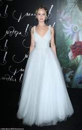 4440550E00000578-4882392-Snow_white_Jennifer_Lawrence_couldn_t_have_looked_more_innocent_-a-3_1505357642215