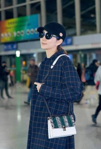 Ella Chen in Fuyue Fall 2017-1