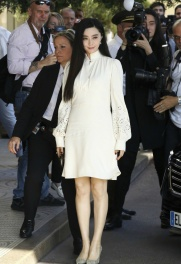 fan-bingbing-in-chloc3a9-pre-fall-2017