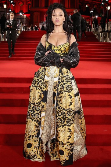 FKA Twigs in Versace Spring 2018-3