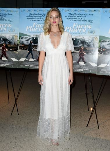 jennifer-lawrence-in-l-wells-bridal-spring-2018