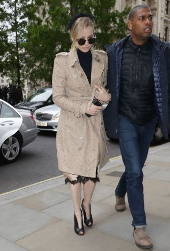 jennifer-lawrence-in-ragbone-burberry