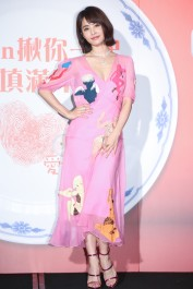 Jolin Tsai in Moschino Resort 2018-1