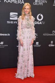 Nicole Kidman in Giambattista Valli Spring 2017 Couture