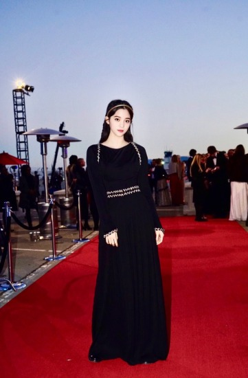 Ou Yang Nana in Chanel Resort 2018-3