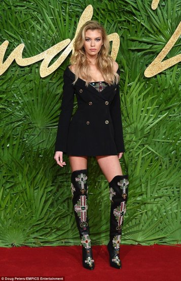 Stella Maxwell in Versace Spring 2018-2
