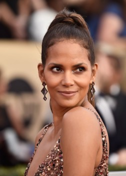 Halle Berry in Pamella Roland Pre-Fall 2018-1