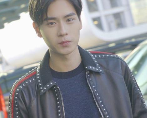 Hu Yi Tian in Tod's-3