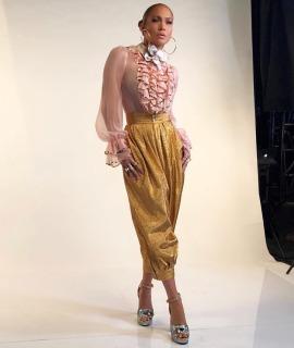 Jennifer Lopez in Gucci Fall 2017