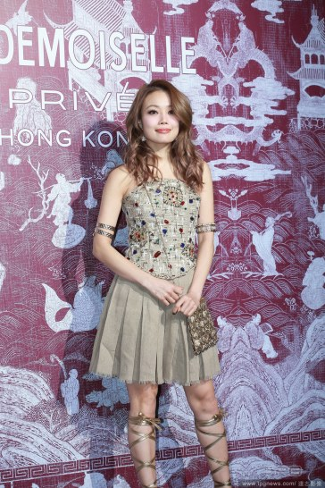 Joey Yung in Chanel Resort 2018-3