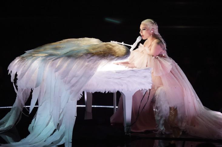 Lady Gaga in Armani Privé-8