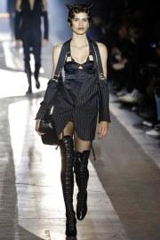 Moschino Fall 2018 Menswear Look 1