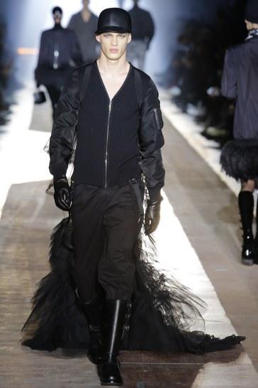 Moschino Fall 2018 Menswear Look 26
