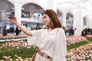 Ella Chen in Tory Burch Spring 2018-2