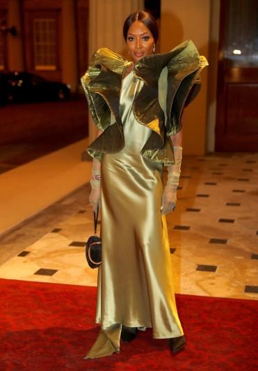 Naomi Campbell in Pierre Cardin-1