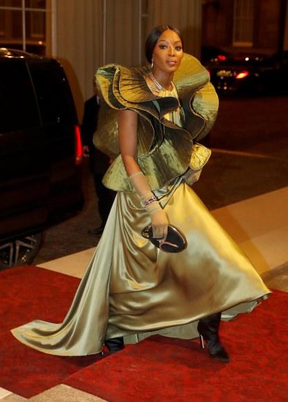 Naomi Campbell in Pierre Cardin-2