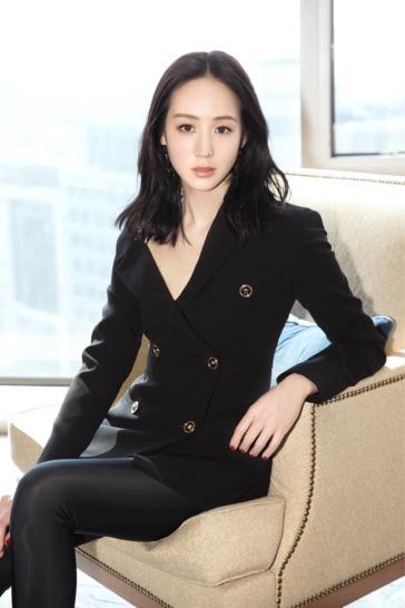 Ning Chang in Versace Spring 2018-2