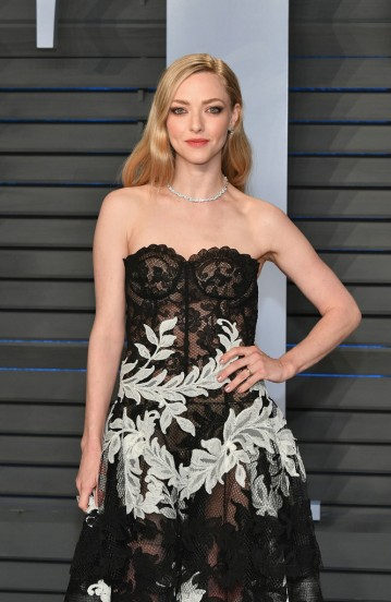 Amanda Seyfried in Oscar de la Renta Fall 2018-1