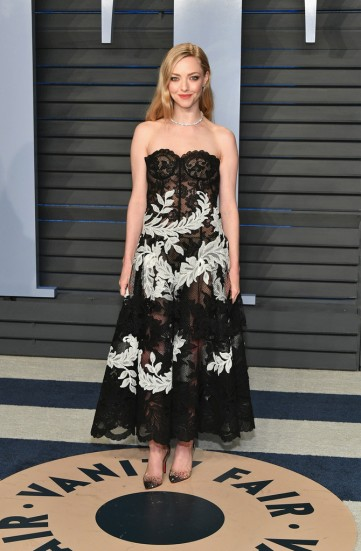 Amanda Seyfried in Oscar de la Renta Fall 2018