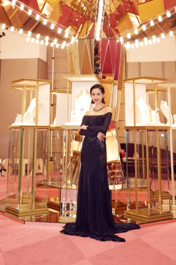 Jolin Tsai in Roberto Cavalli Spring 2018-3