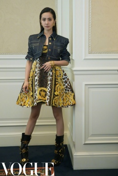 Jolin Tsai in Versace Spring 2018-11