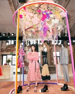 Liu Wen in Alexander McQueen Spring 2018-8