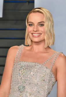 Margot Robbie in Chanel Spring 2018 Couture-1