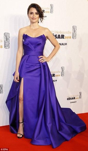 Penelope Cruz in Atelier Versace-1