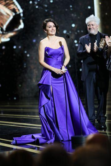 Penelope Cruz in Atelier Versace-4