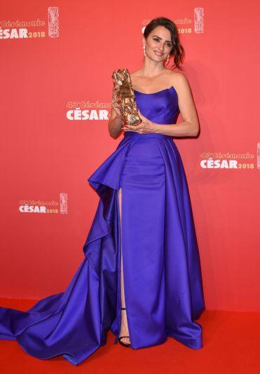Penelope Cruz in Atelier Versace-5