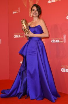 Penelope Cruz in Atelier Versace-7