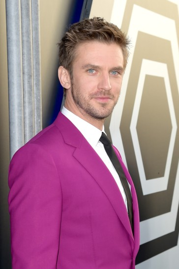 Dan Stevens in Paul Smith Spring 2018-4